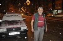 Akşam Saatlerinde Başlayan Kar Yağışı Afyonkarahisar'lı Vatandaşları Sevindirdi