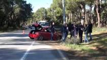 Antalya'da Otomobil Direğe Çarptı Açıklaması 4 Yaralı