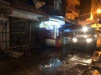 Askeli Bir Grup Yoldan Geçen Aracı Kurşun Yağmuruna Tuttu