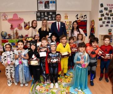 Başkan Akpolat, Kreşlerde Eğitim Gören Çocukları Ziyaret Ederek Hediye Dağıttı