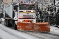 Belediye Ekiplerinin Yoğun Kar Mesaisi
