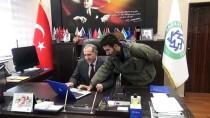 Kafkas Üniversitesi Rektörü Kapu, AA'nın 'Yılın Fotoğrafları' Oylamasına Katıldı