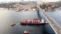 KIYI EMNİYETİ - Kıyıya Çarpan Geminin Römorkörle Çekildiği Anlar Havadan Görüntülendi