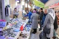 ALABALIK - Maaşını Alan Emekliler Balıkçılara Koştu