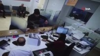 PETROL OFISI - Oyuncakçıdan Silah Alıp Banka Soymuş, O Anlar Kamerada