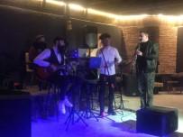 MÜZİK GRUBU - Türkeli'de Öğrenciler Dönem Sonu Etkinliği İle Eğlendi