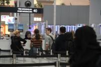 YILBAŞI TATİLİ - İstanbul Havalimanı'nda Yılbaşı Hareketliliği