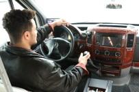 MİNİBÜS ŞOFÖRÜ - Minibüsüne Yazdı Sosyal Medyada Paylaşım Rekorları Kırdı