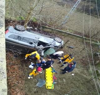 Yoldan Çıkan Otomobil Evin Bahçesine Uçtu Açıklaması 1 Ölü, 2 Yaralı