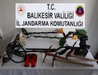 KAÇAK KAZI - 4 Defineci Kıskıvrak Yakalandı