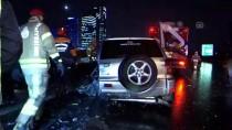 İstanbul'da Bariyerlere Çarpan Cipteki 3 Kişi Yaralandı