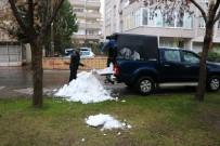 Kahramanmaraş'ta Emekli Bir Vatandaş, Çocuklar Oynasın Diye Dağdan Kar Getirdi