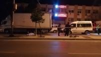 ÖLÜM HABERİ - Kamyon Tekerlerine Sıkışarak Metrelerce Sürüklenen Bisiklet Sürücüsü Genç Hayatını Kaybetti
