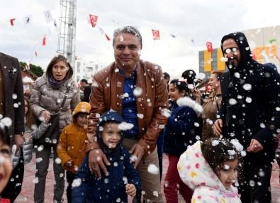 Muratpaşa'da Yapay Kar Mutluluğu