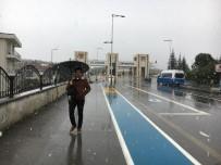 SAKARYA ÜNIVERSITESI - Sakarya Üniversitesi Kampüsü'nde Mevsimin İlk Karı Yağdı