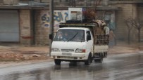 SINIR KAPISI - Siviller Hayatta Kalmak İçin İdlib'den Kaçmaya Devam Ediyor