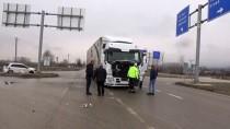 Tırla Çarpışan Otomobildeki 3 Kişi Yaralandı