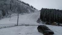 Atabarı Kayak Merkezi'ne Mevsimin İlk Karı Yağdı