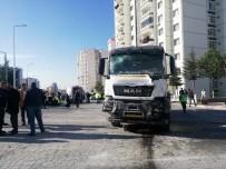BETON MİKSERİ - Kayseri'de Halk Otobüsüne Beton Mikseri Çarptı Açıklaması Çok Sayıda Yaralı Var