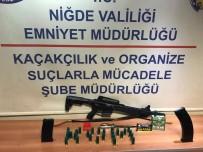 Niğde'de Eğlence Merkezinde Silah Ele Geçirildi