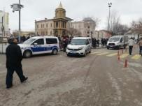 AKSARAY BELEDİYESİ - Aksaray'da İntihar Girişiminde Bulunan Şahsı, Emniyet Müdürü İkna Etti