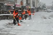 AKŞEHİR BELEDİYESİ - Akşehir'de Kar Temizliği Çalışmaları Aralıksız Devam Ediyor