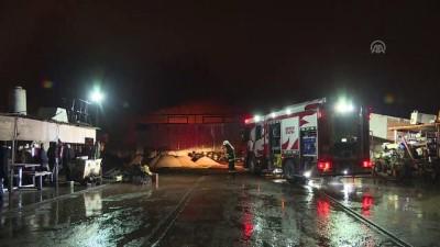 Antalya'daki Tamirhane Yangınında Çok Sayıda Araç Zarar Gördü