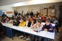 Burhaniye'de Eski Futbolcular Öğrencilerle Buluştu