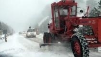 YILBAŞI TATİLİ - GÜNCELLEME - Manisa'nın Yüksek Kesimlerinde Kar Yağışı Etkili Oldu
