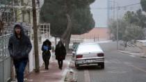 YILBAŞI TATİLİ - Manisa'nın Yüksek Kesimlerinde Kar Yağışı Etkili Oldu