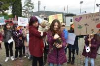 Minik Öğrenciler Kedileri 'Ev'Lendirdi