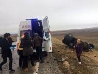 Otomobil İle Hafif Ticari Araç Kafa Kafaya Çarpıştı Açıklaması 4 Yaralı