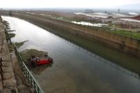 Otomobil Kanala Uçtu Açıklaması 1 Yaralı
