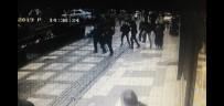 (Özel) Şiddetli Rüzgarda Vatandaşların Üstüne Binadan Cam Düştü Açıklaması 1 Yaralı