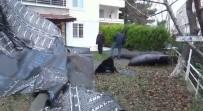 Şiddetli Rüzgar Silivri'de Bir Binanın Çatı Parçalarını Uçurdu