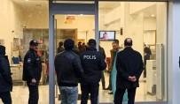 ÇEVİK KUVVET - Silahla Banka Soydu, Çıkarken Bomba Bıraktı