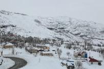 Tunceli'nin İlçelerinde Kar Kalınlığı 1 Metreye Yaklaştı