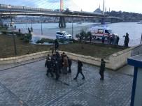 DENİZ POLİSİ - Unkapanı Köprüsü'nde İntihar Girişimi, Deniz Polisi Kurtardı