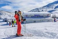 YAMAÇ PARAŞÜTÜ - Vatandaşlar Denizli Kayak Merkezi'ne Akın Etti