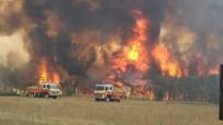 GÖKYÜZÜ - Avustralya'da Alevler Kasabayı Sardı Açıklaması 4 Bin Kişi Tahliye Edildi