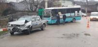 YOLCU TAŞIMACILIĞI - Halk Otobüsü İle Kamyonet Çarpıştı Açıklaması 1 Yaralı