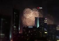 HAVAİ FİŞEK - Singapur Yeni Yılı Havai Fişeklerle Karşıladı