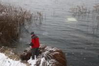MESUT YILMAZ - Abant Gölü'ne Uçan Otomobildeki 2 Kişi Yüzerek Kurtuldu