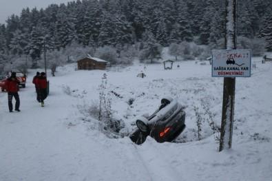 Abant Tabiat Parkı'nda Kontrolden Çıkan Otomobil Kanala Uçtu
