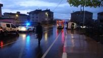 OKUL SERVİSİ - Sultanbeyli'de Okul Servisi İle Otomobil Çarpıştı Açıklaması 3 Yaralı