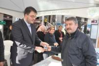 TÜRK KAHVESI - Caddede Kahve Pişirip Vatandaşlara İkram Ettiler
