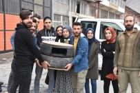 ÜNİVERSİTE KAMPÜSÜ - Üniversite Öğrencileri Araba Lastiğinden Kedi Evi Yaptı