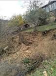 Ayancık'ta Toprak Kayması Açıklaması 2 Ev Tahliye Edildi