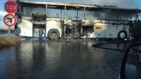 KARADENIZ SAHIL YOLU - Rize'de Yolcu Otobüsü Alev Alev Yandı