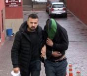 DEMİR ÇUBUK - Yakalanacaklarını Anladılar, Polise Demir Çubuk Ve Levye İle Saldırdılar